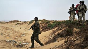 Des forces de sécurité somaliennes patrouillent le long des côtes de Qasw, dans le Puntland, le 18 décembre 2016