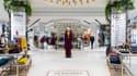 Pour son vaisseau amiral des Champs-Elysées, Monoprix adopte les codes du luxe dans sa décoration.