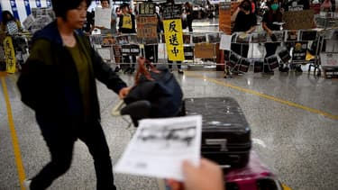 Manifestants à l'aéroport de Hong Kong - MANAN VATSYAYANA / AFP