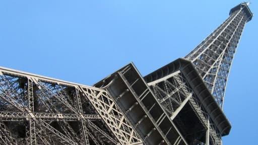 La France reste leader du tourisme mondial, mais elle perd du terrain.