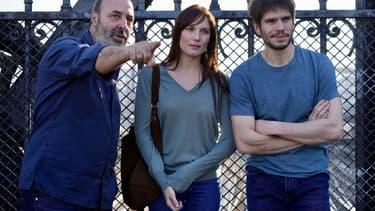 """Cédric Klapisch, Ana Girardot et François Civil sur le tournage de """"Deux moi""""."""