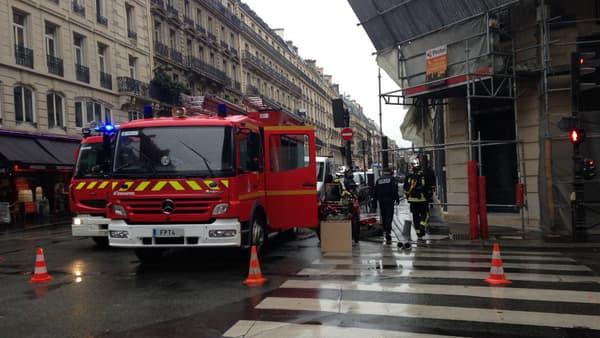 L'intervention des pompiers de Paris au croisement des rues du 4-Septembre et de la rue Richelieu, le 14 novembre 2014, à Paris.