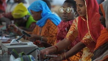 L'objectif de l'ONG Barefoot est double: permettre le développement énergétique de l'Inde et permettre à ses femmes de s'affranchir de certaines traditions.