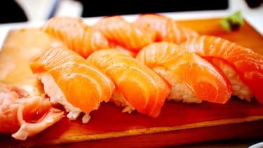 La forte hausse des cours du saumon de Norvège ces dernières semaines, sur fond d'éléments très défavorables, pourrait bientôt être répercutée sur les tarifs de vos plateaux de sushis préférés.