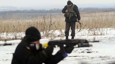 Patrouille ukrainienne à un checkpoint dans la région de Lougansk le 29 Janvier, 2015.