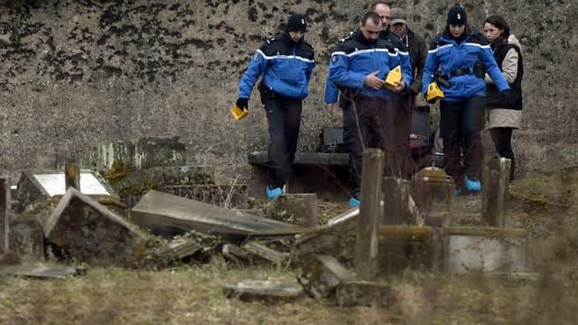 250 tombes ont été profanées dans le cimetière de Sarre-Union dans le Bas-Rhin.