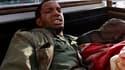 Un soldat pro-Kadhafi capturé par les insurgés à Misrata. Un porte-parole des rebelles libyens a annoncé samedi que la ville portuaire de Misrata assiégée depuis près de deux mois par les troupes kadhafistes a été libérée. /Photo prise le 23 avril 2011/RE