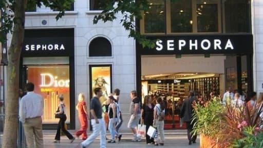 Le magasin Sephora des Champs-Elysées n'est toujours pas fixé sur un éventuel sursis judiciaire, qui lui permettrait d'ouvrir jusqu'à minuit.