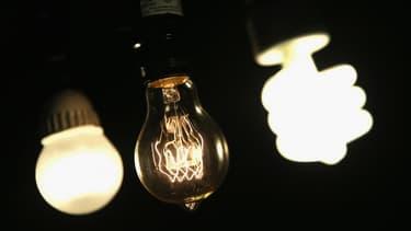 Les ampoules LED sont assez puissantes pour être utilisées dans l'éclairage domestique, à des prix qui baissent régulièrement