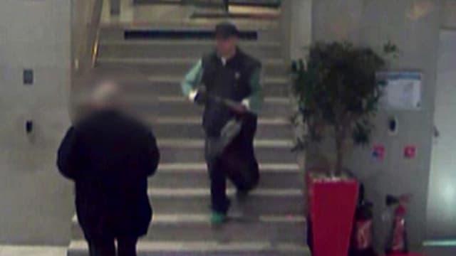 Le 15 novembre 2013, il avait fait irruption dans les locaux de BFMTV muni d'un fusil à pompe.