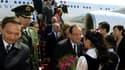 François Hollande et plusieurs de ses ministres accueillis à leur arrivée à Pékin, jeudi 25 avril,
