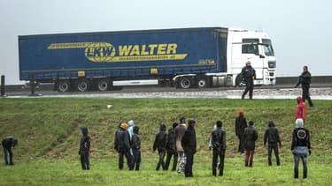 Un migrant a été retrouvé mort dans un camion près du port de Calais (image d'illustration)