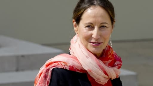 La ministre de l'Ecologie, Ségolène Royal, s'insurge contre une hausse des tarifs SNCF que son ministère a pourtant homologué.