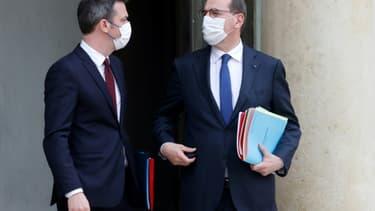 Le Premier ministre Jean Castex et le ministre de la Santé Olivier Véran sur le palier de l'Elysée, le 10 mars 2021, après le conseil des ministres