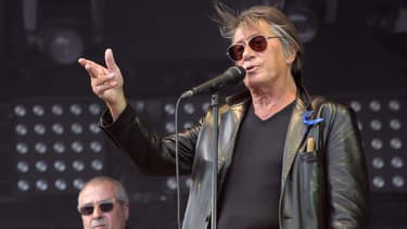 Jacques Dutronc, sur scène en 2010.