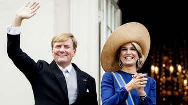 Le roi des Pays-Bas, Willem-Alexander, et son épouse Maxima, au balcon du palais Noordeinde à La Haye, le 20 septembre 2016