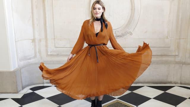 Camille Rowe avant le défilé Dior
