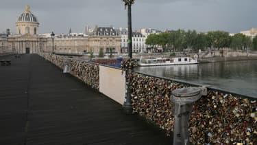 Une grille du Pont des Arts s'est effondrée sous el poids des cadenas.