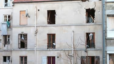 L'immeuble détruit après l'assaut et l'explosion de la femme kamikaze, mercredi.