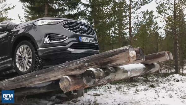 Le passage sur la bascule de bois fait partie des épreuves pour éprouver la transmission intégrale, en mêlant passage étroit et montée sévère.