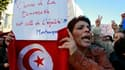 Manifestation à Tunis. Impatients de reprendre le travail après des semaines de manifestations qui ont paralysé Tunis, des commerçants armés de bâtons et de couteaux gardaient samedi l'entrée du marché couvert, repoussant un petit groupe de manifestants.