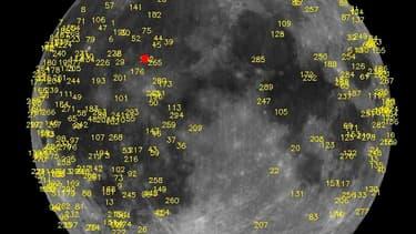 Image de centaines d'impacts de météorites sur la Lune détectés par la Nasa. La Nasa a capturé le 17 mars dernier les images de l'explosion d'un météorite de 40 kg sur la surface lunaire, la plus puissante jamais enregistrée par l'agence spatiale américai