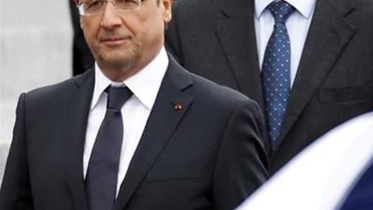 La baisse de popularité de François Hollande et Jean-Marc Ayrault auprès de l'opinion française se confirme dans une enquête Viavoice à paraître lundi dans Libération. Les personnes interrogées sont ainsi 39% à dire avoir une opinion négative de François