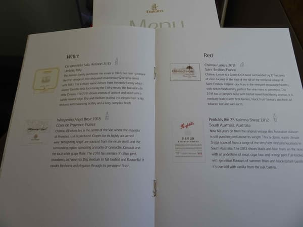 La carte des vins à bord d'un vol Emirates Dubaï-Amsterdam