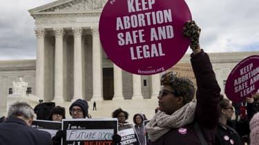 Une femme manifeste pour le droit à l'avortement à Washington en janvier 2017 (image d'illustration)