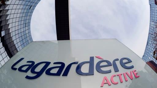 Lagardère va payer Rewold Media et ses associés pour qu'ils reprennent dix magazines jugés non-stratégiques.