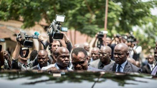 Le président congolais Denis Sassou Nguesso quitte un bureau de vote à Brazzaville, le 20 mars 2016