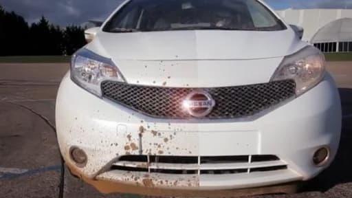 La peinture testée par Nissan évite les tâches de boue.