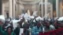 Des associations de sans papiers dans le Panthéon