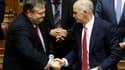 Le Premier ministre grec Georges Papandreou (à droite) et son ministre des Finances Evangelos Venizelos. Le gouvernement socialiste grec a remporté dans la nuit de mardi à mercredi le vote de confiance au parlement par 155 voix contre 143 et deux abstenti