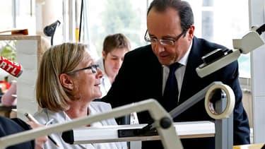 """A trois jours du premier anniversaire de son élection à l'Elysée, François Hollande a tenu un discours volontariste vendredi dans le Doubs. Le chef de l'Etat, qui a visité deux entreprises florissantes installées en zone rurale, a invité le pays à """"se bat"""