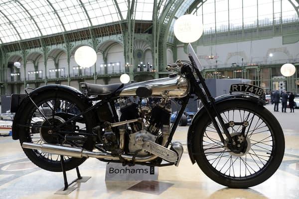 En 2013, une Brough Superior 996cc SS100 de 1934 lors d'une vente Bonham au Grand Palais à Paris