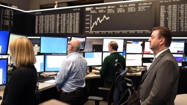 Les marchés se mettent en position pour jouer les grandes décisions de politique monétaire, avec notamment la BCE demain.