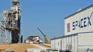 SpaceX a lancé depuis le centre spatial Kennedy en Floride sa capsule non habitée Dragon.