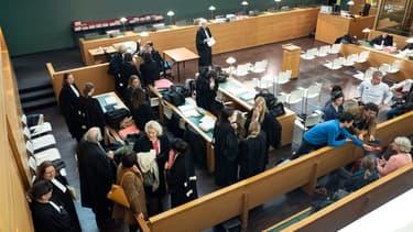 Les avocats dans la salle d'audience avant le début du procès du cas d'un réseau de prostitution à Lyon, le 6 novembre 2019