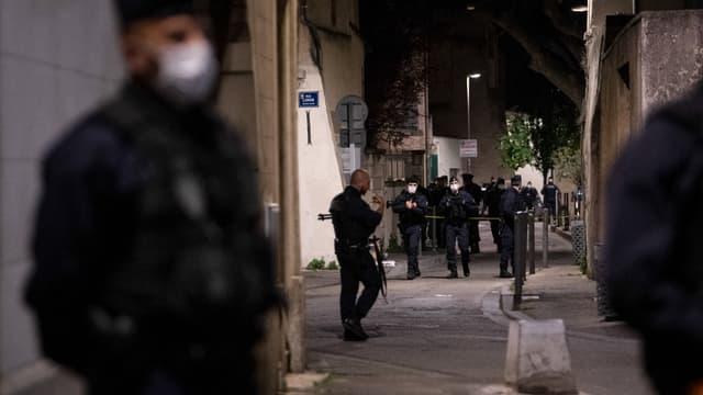 Des policiers dans les rues d'Avignon mercredi 5 mai 2021