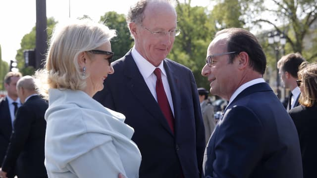 Yves de Gaulle et son épouse, avec François Hollande, le 8 mai 2016, aux cérémonies de la victoire des Alliés.