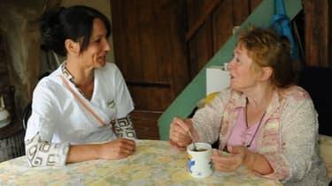 Aides aux personnes âgées, garde d'enfants, ménage, les Francais ont revu à la baisse tous les emplois à domicile.