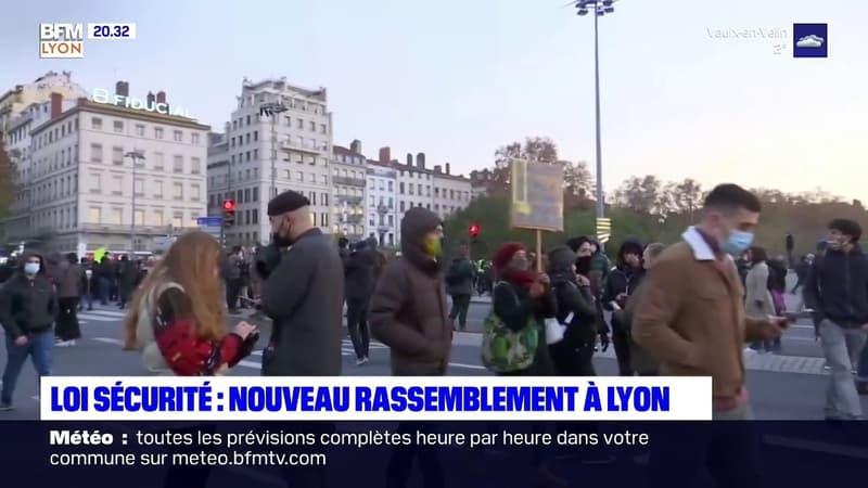 """Loi """"sécurité globale"""": nouvelle manifestation dans le calme ce samedi à Lyon, avec quelques heurts en fin de cortège"""