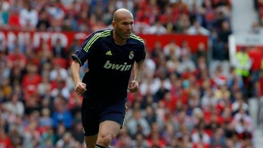 Zinedine Zidane, légende française du football a porté les couleurs du Real Madrid pendant 5 ans. Il est aujourd'hui l'entraineur adjoint des Merengues
