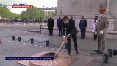 Commémoration du 8-mai: Emmanuel Macron ravive la flamme du soldat inconnu