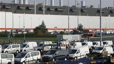 L'usine PSA de Sevelnord (Nord). L'Etat mobilisera les moyens dont il dispose pour assurer la pérennité de ce site industriel proche de Valenciennes, a affirmé jeudi le ministre de l'Industrie Eric Besson, au lendemain de l'annonce par PSA de 6.000 suppre