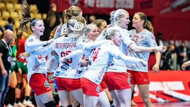 Les joueuses Danoises lors du premier match de l'Euro féminin de handball
