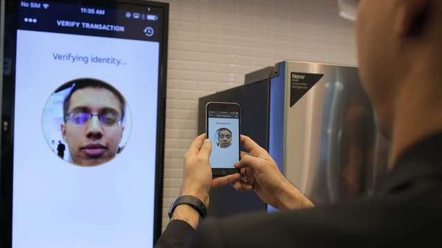 Le selfie pourrait devenir le mode d'authentification préféré pour les paiements en ligne dans les années à venir.  C'est ce que soutient Mastercard.