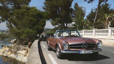 Alors que tous les constructeurs haut de gamme et de luxe ouvrent les uns après les autres un département de restauration de voitures vintage, Mercedes offre un service différent: les voyages en voiture de collection.