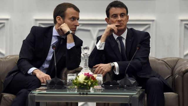 Emmanuel Macron Manuel Valls à Alger, le 10 avril 2016